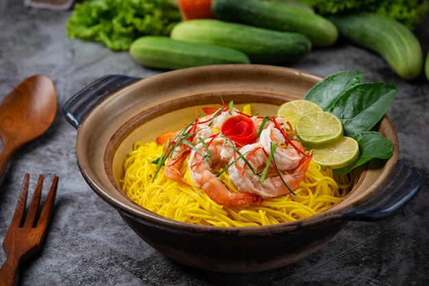 Northern thai food (khao soi shrimp), spicy noodles decorated with ingredients. Free Photo