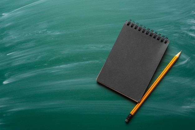 Note paper on chalkboard for text Premium Photo