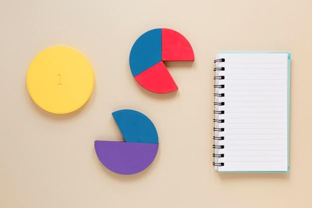 Диаграмма ноутбука и экономики Бесплатные Фотографии