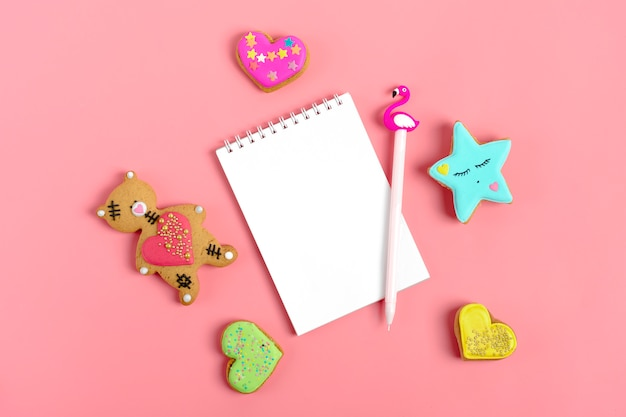 Notepad on trendy pink background Premium Photo