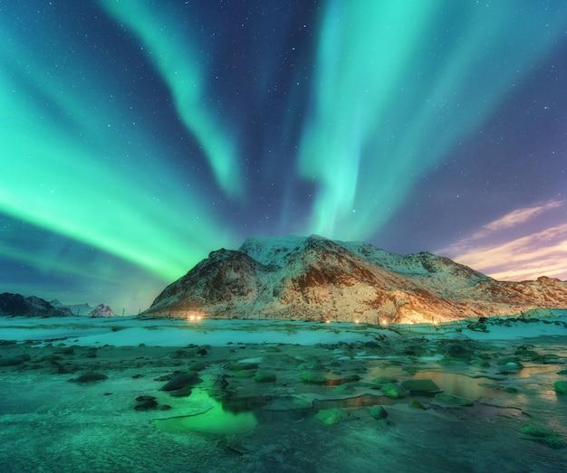 노르웨이 Lofoten 섬의 북부 조명 프리미엄 사진