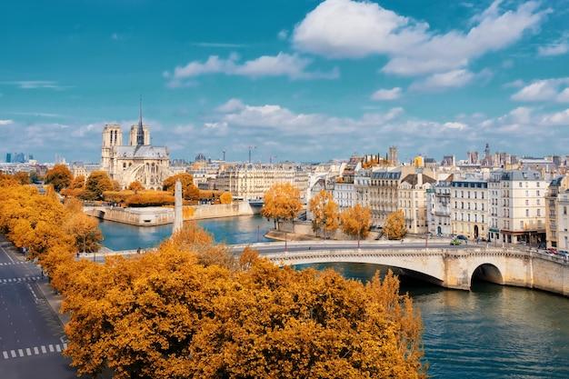 Notre-dame cathedral in paris in autumn Premium Photo