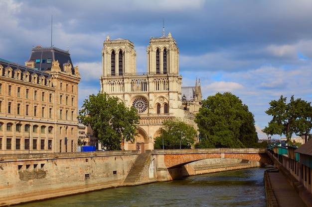 Notre dame cathedral in paris france Premium Photo