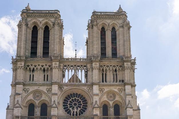 Собор парижской богоматери. передний план Premium Фотографии