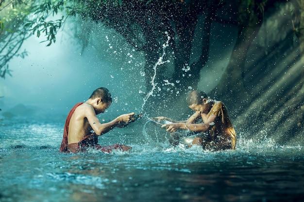 Novice buddhist monk splashing. Premium Photo