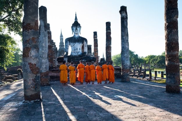 The novices are worshiping an ancient buddha image Premium Photo
