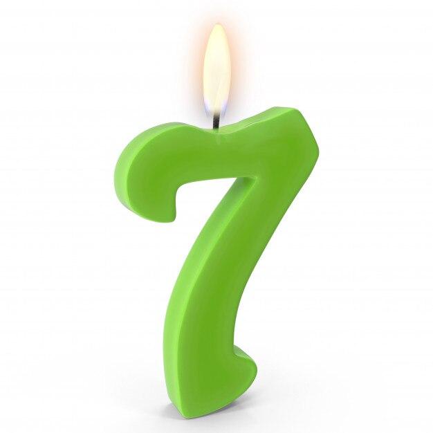 Number 7 Cake Candle Premium Photo