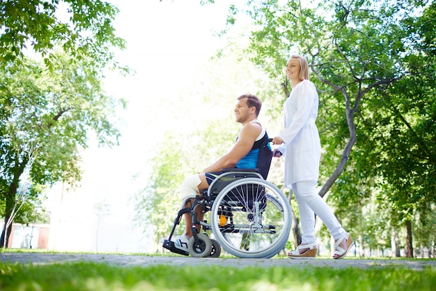 Nurse with the young man in wheelchair Free Photo
