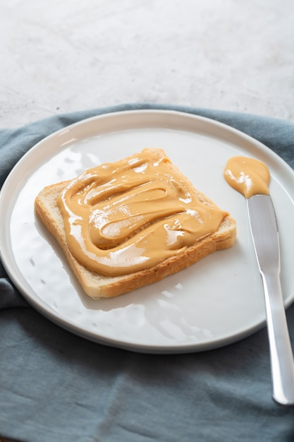 Nut butter with bread on the table Premium Photo