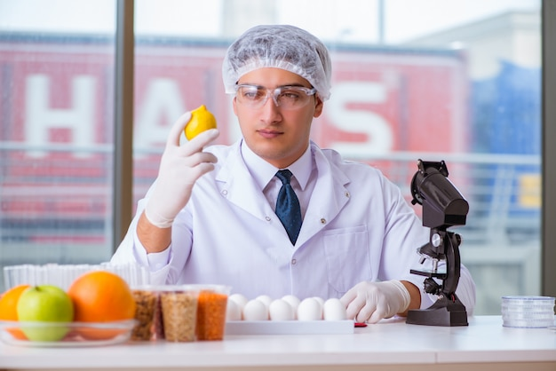 Nutrition expert testing food products in lab Premium Photo