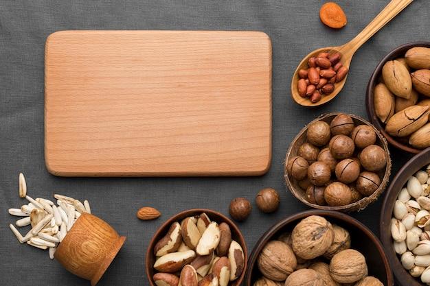 コピースペース付きナッツアレンジメント Premium写真