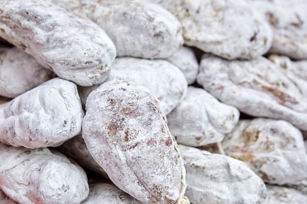 Орехи ветчины с белой плесенью. фон мясных продуктов Premium Фотографии
