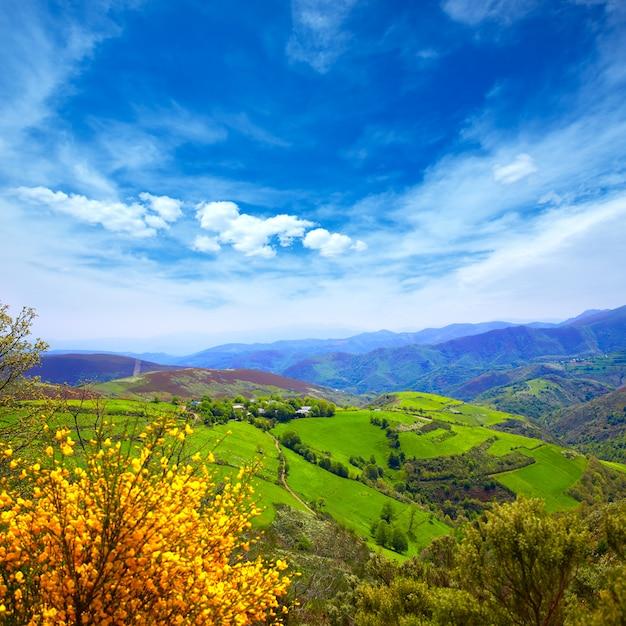 O cebreiro mountains by the way of saint james Premium Photo