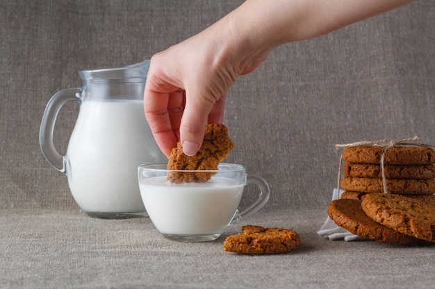 Печенье овсяное в молоке Premium Фотографии