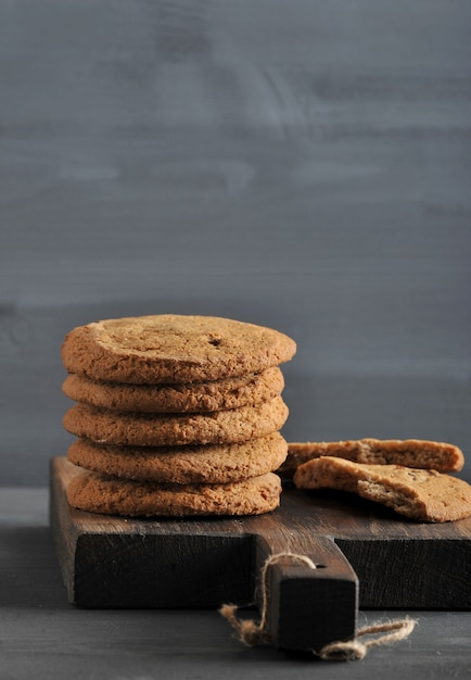 Oatmeal cookies on a wooden rustic board Premium Photo