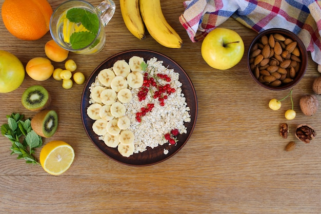 Oatmeal and fruit on the table Premium Photo