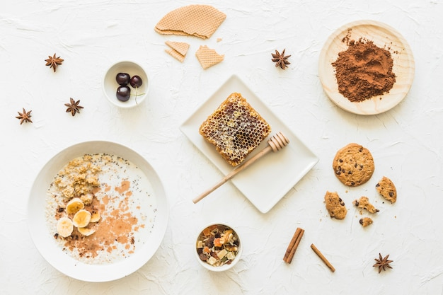 Oatmeals; honeycomb; biscuits; chocolate; anise and cinnamon Free Photo
