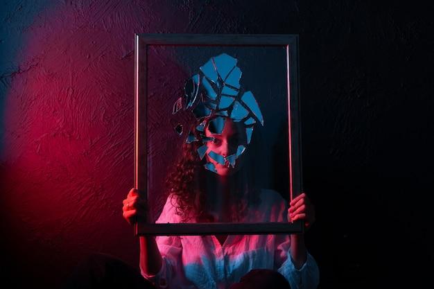 Оккультное колдовство разбитое зеркало мистическое зеркало астрологии Premium Фотографии