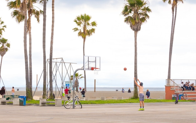 Ocean front walk of venice beach in los angeles, famous beach in california Premium Photo