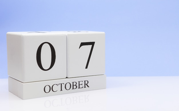 October 07st. day 7 of month, daily calendar on white table Premium Photo
