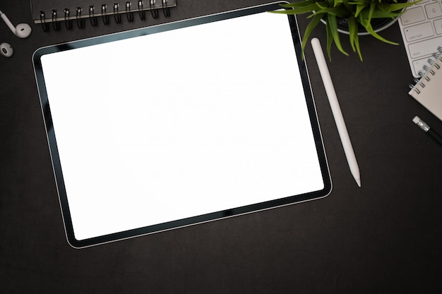 Office dark leather desk with blank screen mockup tablet Premium Photo