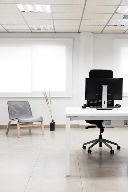 컴퓨터 배치와 사무실 책상 무료 사진