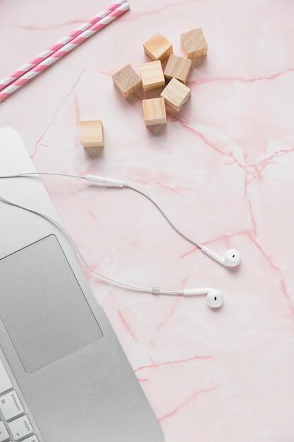 Office desktop with earphones Free Photo