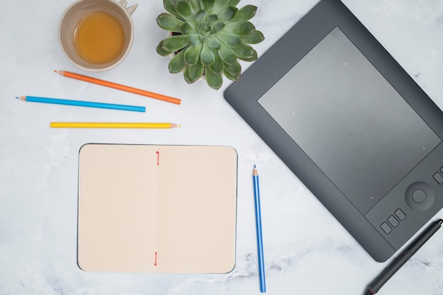 Office desktop with a graphic tablet Free Photo