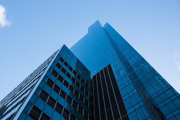 비즈니스 지구에있는 사무실 고층 빌딩 무료 사진