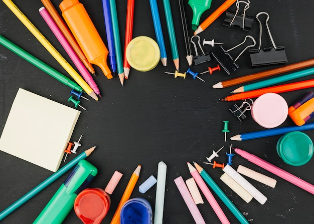 Office supplies lying at circle Free Photo