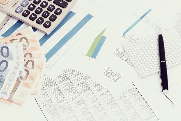 Cada investimento no exterior possui sua categoria na hora de declarar, fique atento para selecionar o ativo correto! Foto por Freepik.