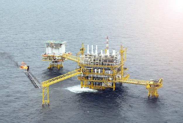 Offshore oil gas rig platform Premium Photo