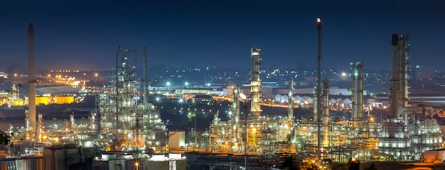 Oil refinery industry for distillate crude oil to gasoline for energy business and transportation. Premium Photo