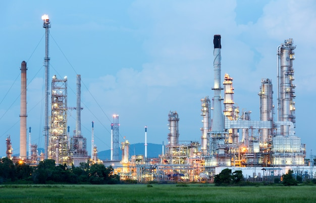 Oil refinery plant Premium Photo