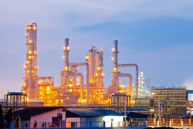 Oil refinery plant Premium Photo