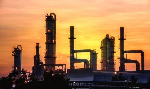 Oil refinery at twilight Premium Photo