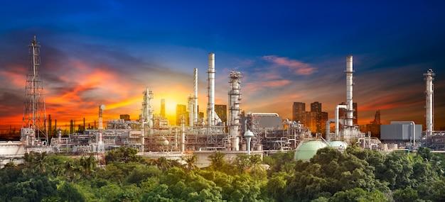 Oil refinery Premium Photo