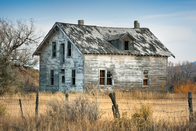 Old abandoned house in wyoming Premium Photo