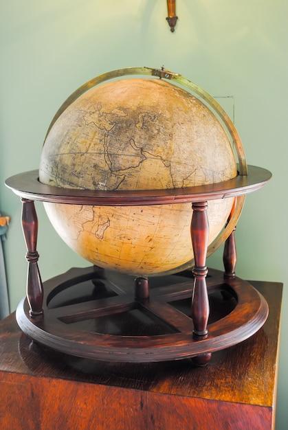 Old and aged earth globe Premium Photo