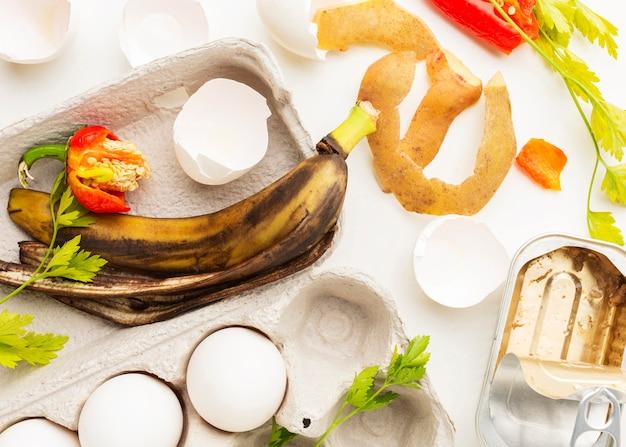 Vecchia vista dall'alto di avanzi di buccia di banana Foto Gratuite