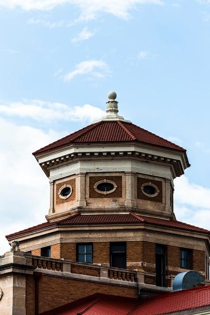 八角形の屋根の古い建物 無料写真