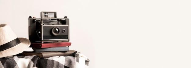 Vecchia cornice per foto della fotocamera con copia-spazio Foto Gratuite