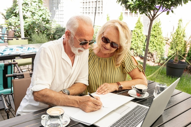 Old couple taking notes in agenda Free Photo