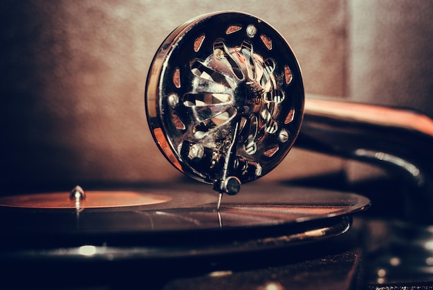 Old fashioned gramophone player close up Premium Photo