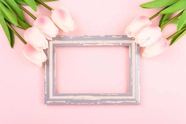 Old frame with tulip flowers Premium Photo