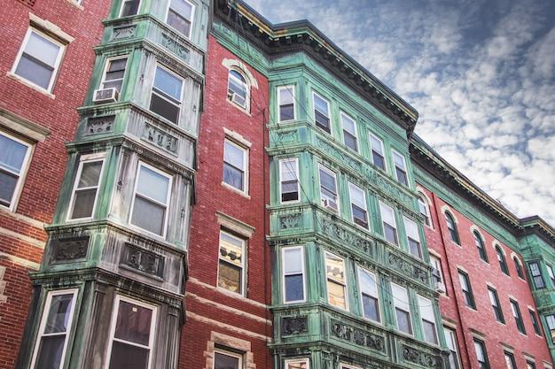 ノースエンド、ボストンの古い家の正面 Premium写真