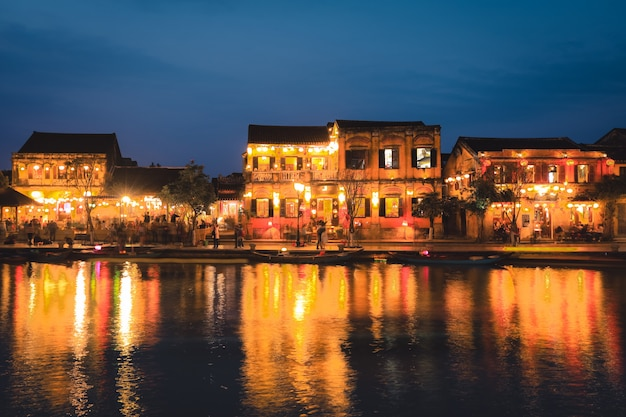 Old houses in hoi an ancient town at dusk Premium Photo