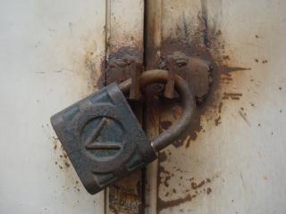 古い金属製の南京錠 無料写真