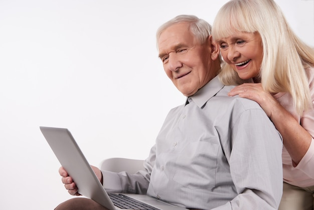 Old people interact with modern technology. Premium Photo