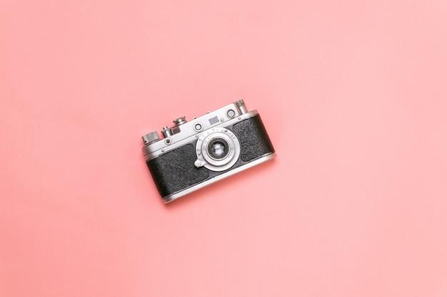 Old rangefinder camera on a pink background Premium Photo